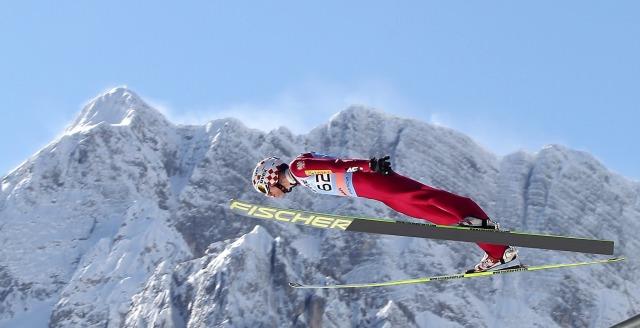 """Po długim rozbracie ze skokami narciarskimi znowu będziemy mogli zobaczyć najlepszych w akcji. Startuje sezon Pucharu Świata w skokach narciarskich. Jak spiszą się Polacy, a w szczególności Piotr Żyła i Kamil Stoch? Czy Gregor Schlierenzauer obroni """"Kryształową Kulę""""? Odpowiedzi na […]"""