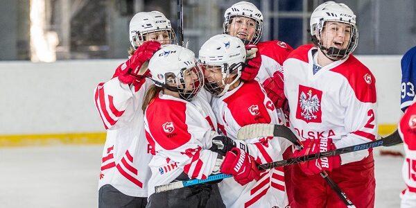 """Już dzisiaj nasze hokeistki rozpoczną udział w turnieju kwalifikacyjnym do IO Pekin 2022 w hokeju na lodzie. Nasza reprezentacja jest gospodarzem turnieju. Wszystkie mecze odbędą się na lodowisku w Bytomiu. Zmagania ,,naszych"""" będzie można śledzić za pośrednictwem TVP Sport, natomiast […]"""